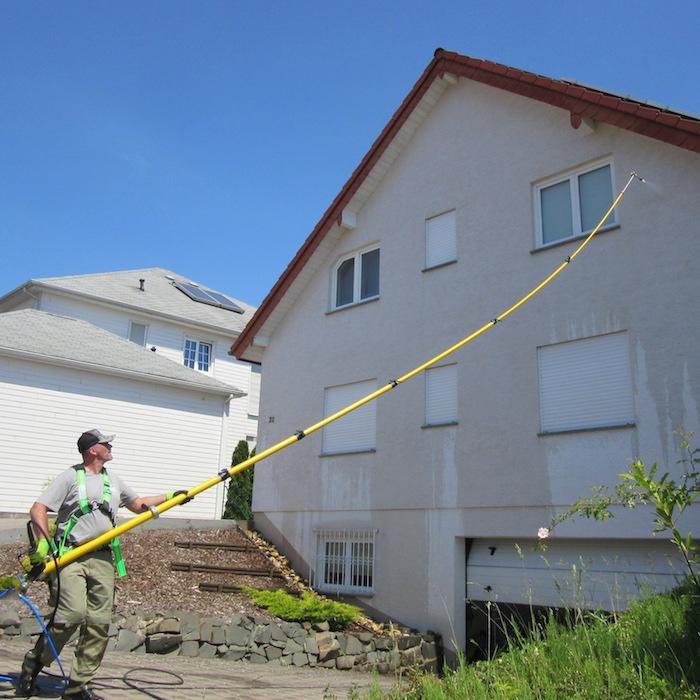 Neuanstrich oder Fassadenreinigung