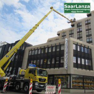 Arbeitsbühne für Fassadenreinigung